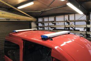 Ausbau eines Ford-Transit  Feuerwehr Mannschaftswagen mit Blaulichtanlage und Funkkonsole